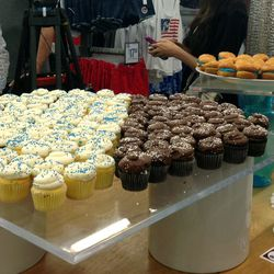 What customer doesn't want a cupcake while they shop?