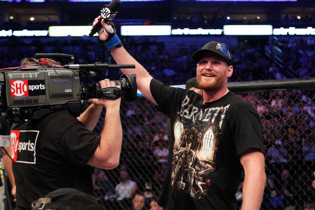 "Photo via <a href=""http://farm3.static.flickr.com/2714/5848739976_d813d07b44_o.jpg"">Showtime MMA</a>"