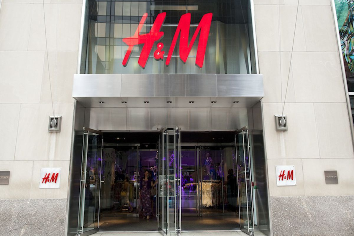 H&M, one of Fifth Avenue's big-chain anchors. Photo by Brian Harkin