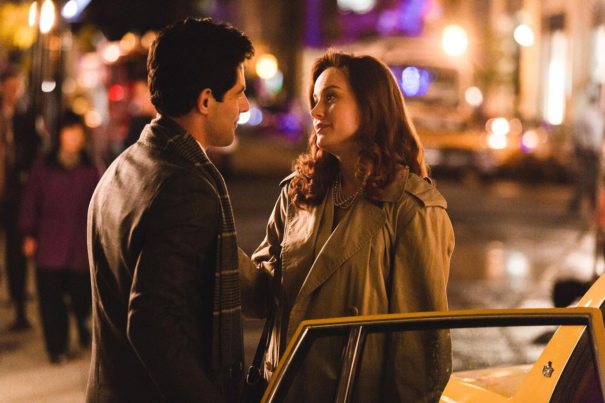 Max Greenfield and Brie Larson in The Glass Castle