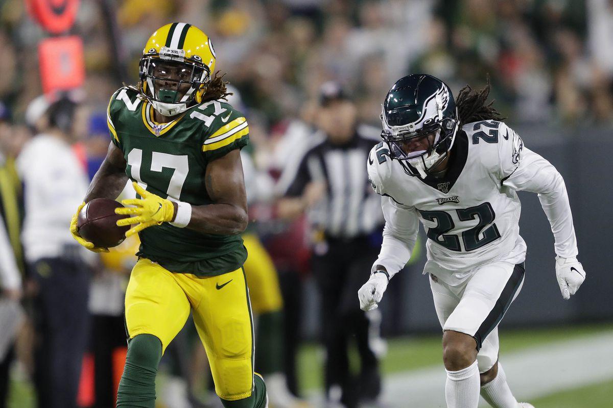 Green Bay Packers wide receiver Davante Adams pulls down a long reception against Philadelphia Eagles cornerback Sidney Jones in the first quarter at Lambeau Field.