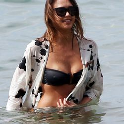 Jessica Alba found the perfect cover-up and loved it a little too much.