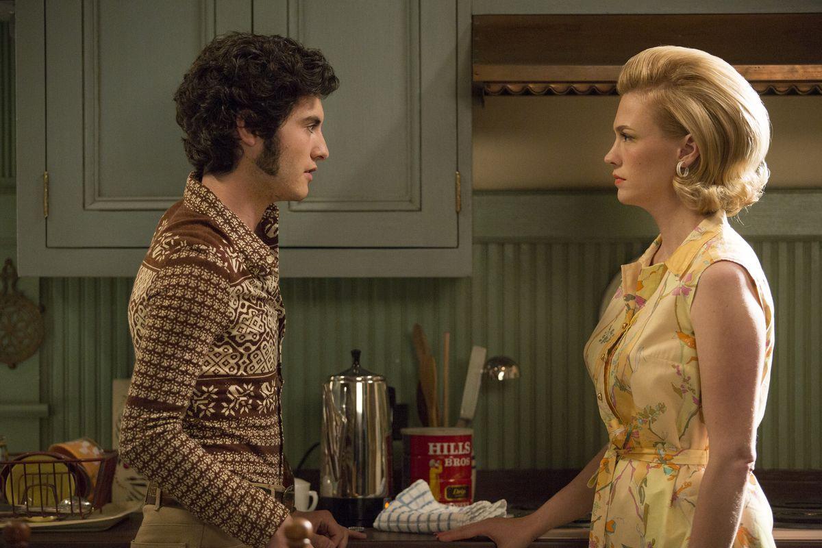 Glen (Marten Weiner) and Betty (January Jones) have one last meeting.