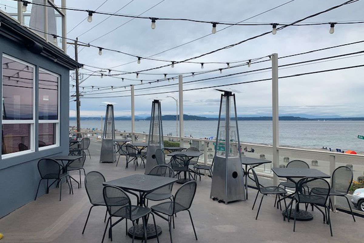 The patio at Duke's on Alki on a cloudy day