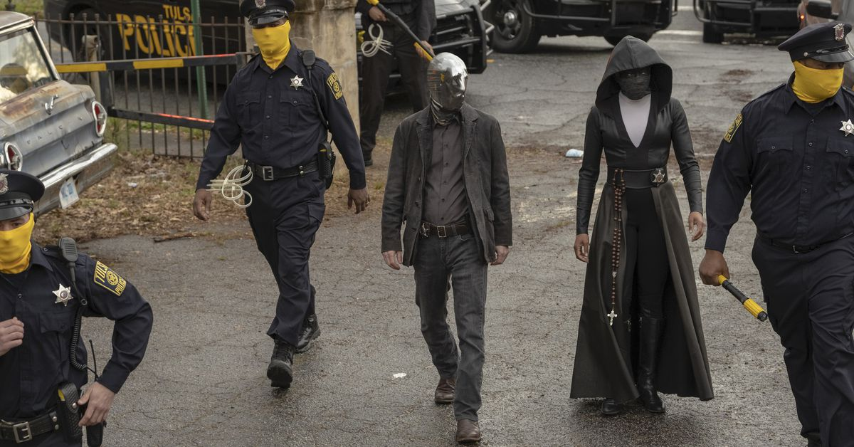 Who watches the Watchmen premiere?