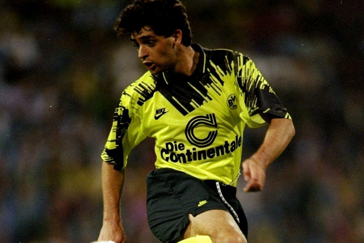 Ned Zelic of Borussia Dortmund