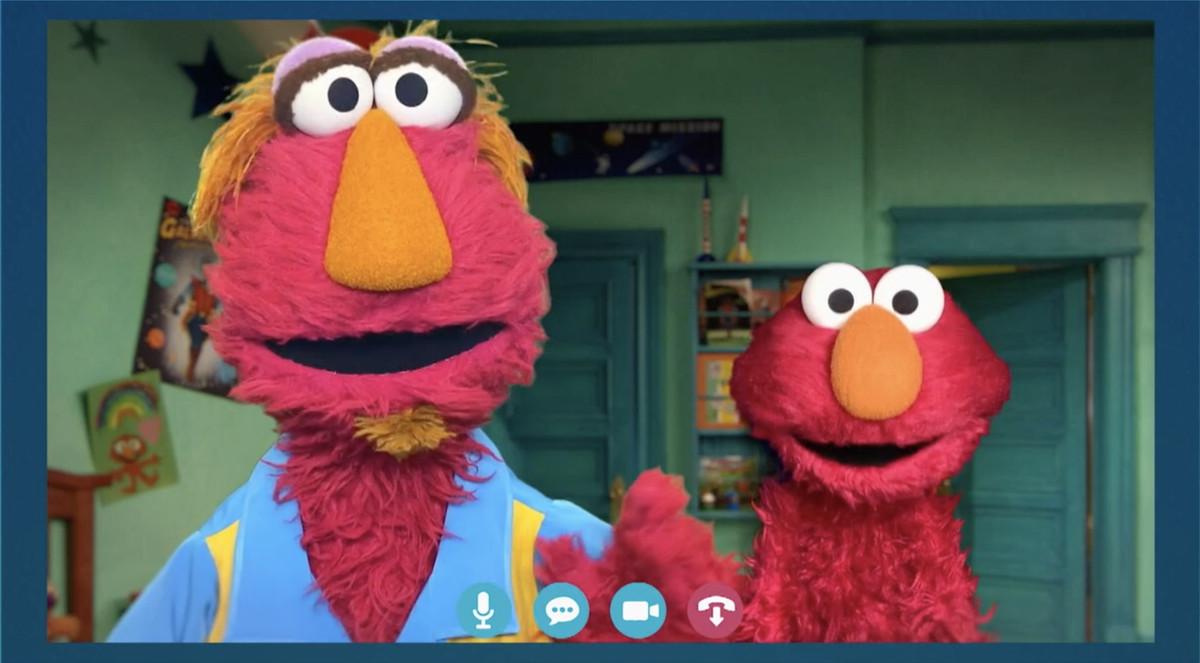 Elmo's dad, Louie, and Elmo, in Sesame Street: Elmo's Playdate.