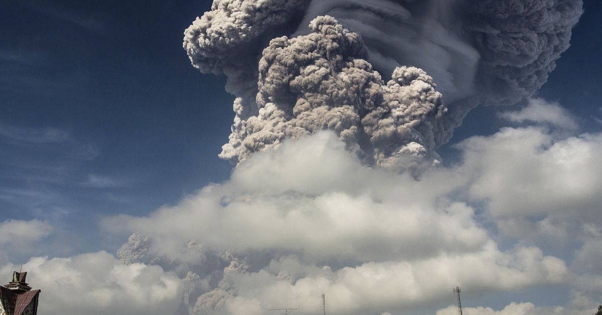 How volcanic ash can bring down an airplane