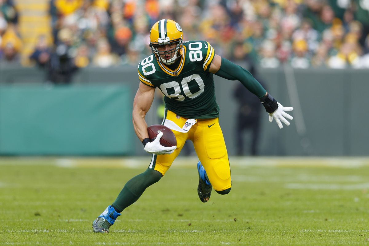 Green Bay Packers tight end Jimmy Graham carries the ball during the first quarter against the Washington Redskins at Lambeau Field.
