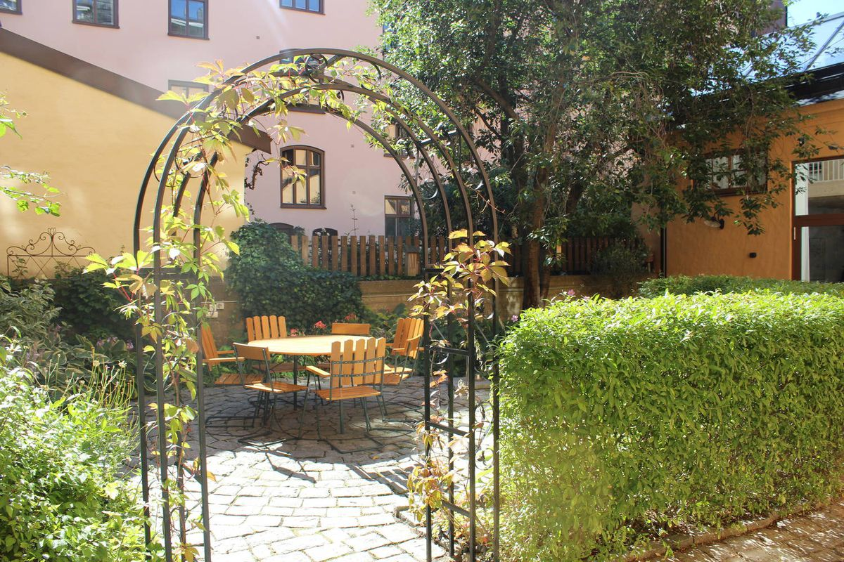 Charming courtyard featuring table