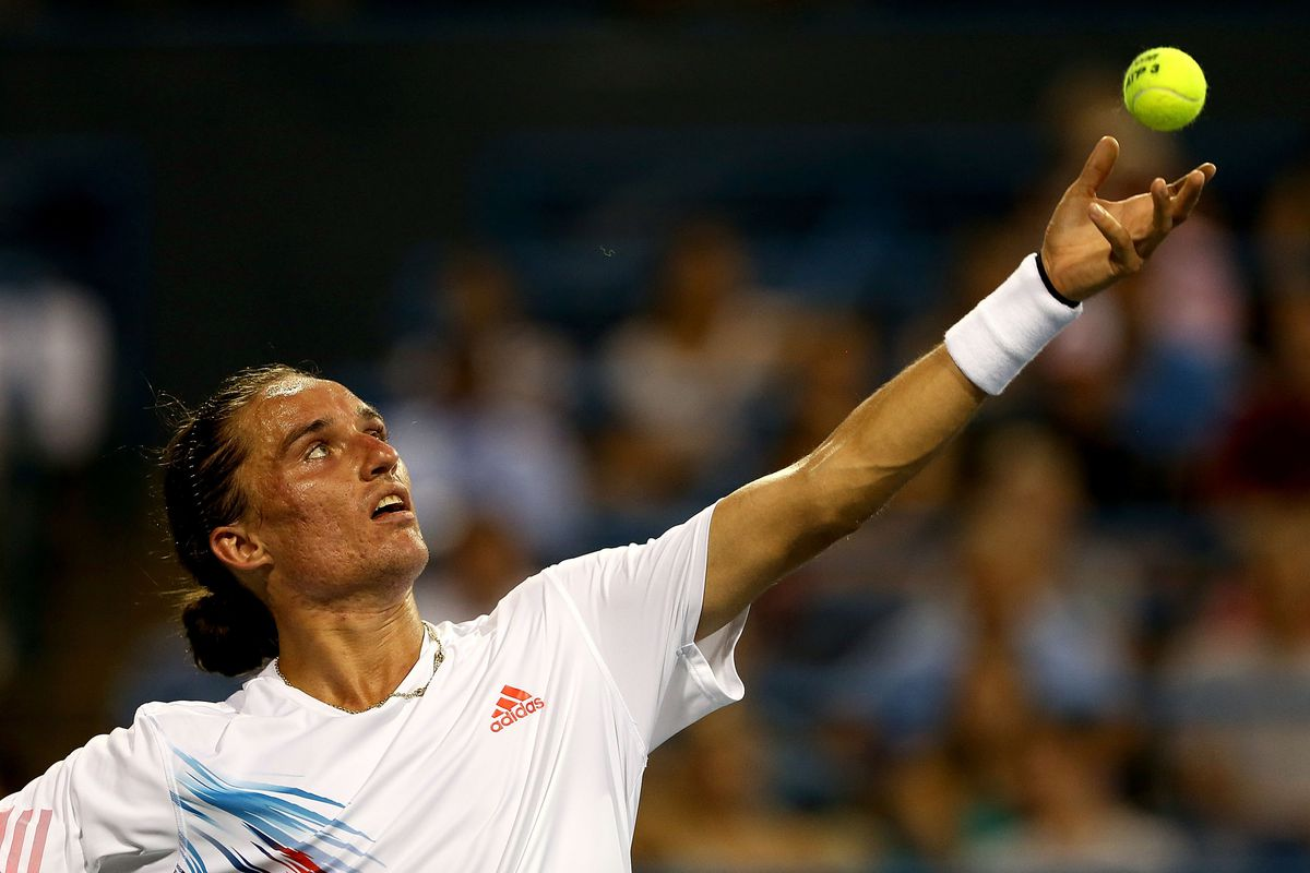WASHINGTON, DC - AUGUST 03:  Alexandr Dolgopolov of Ukraine serves to James Blake during the Citi Open at William H.G. FitzGerald Tennis Center on August 3, 2012 in Washington, DC.  (Photo by Matthew Stockman/Getty Images)