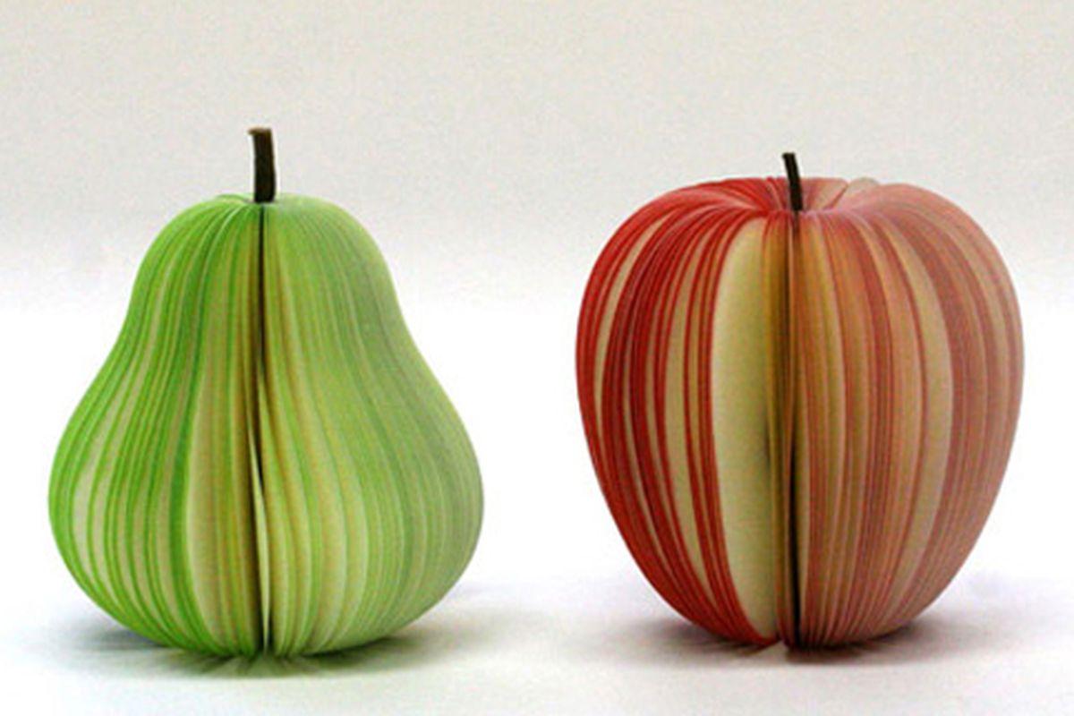 "Post-its to match your computer.  Via <a href=""http://gizmodo.com/5306163/hello-im-a-pear-hello-im-an-apple"">Gizmodo</a>"