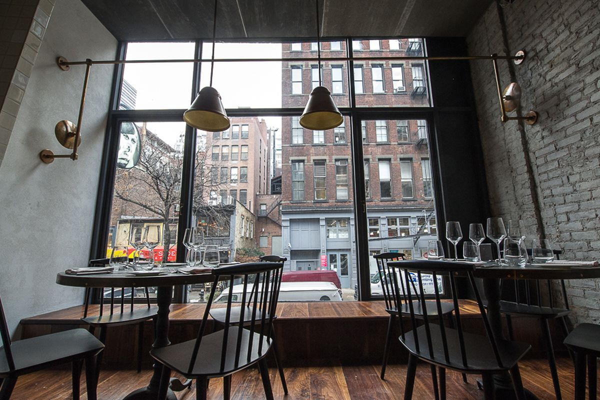 """[The second floor dining room at Chris Jaeckle's reliably solid Italian restaurant All'Onda. The chef recently launched a lunch menu that includes several new sandwiches plus """"parmesan dashi ramen.""""]"""