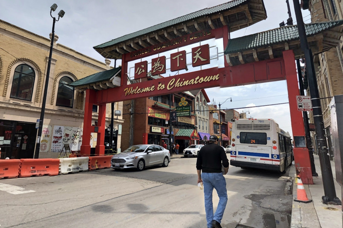 A big red gate that leads into Chicago's Chinatown neighborhood.