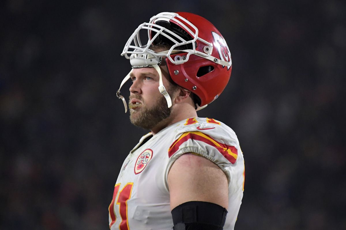 brand new 018f4 383cb Chiefs right tackle Mitchell Schwartz signed to contract ...