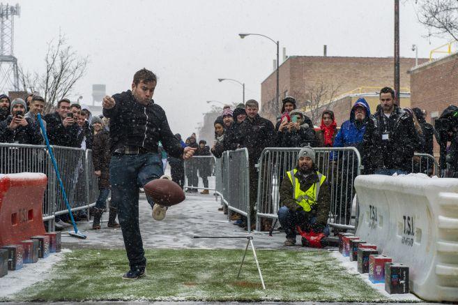 Ryan Smith attempts his kick.   Tyler LaRiviere/Sun-Times