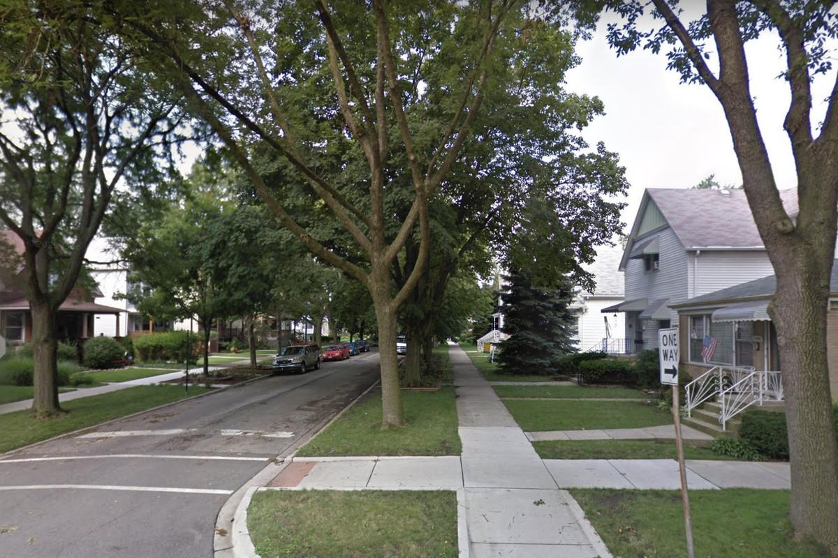 The 5500 block of West Leland Avenue