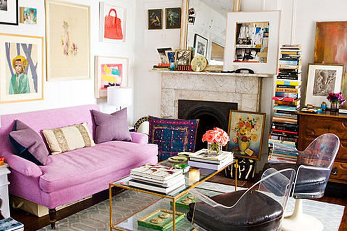 24 small spaces with wonderful maximalist decorating curbed - Living room decor for small spaces ...