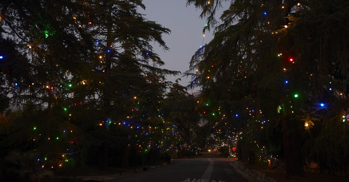 - The Spectacle Of Altadena's Christmas Tree Lane - Curbed LA