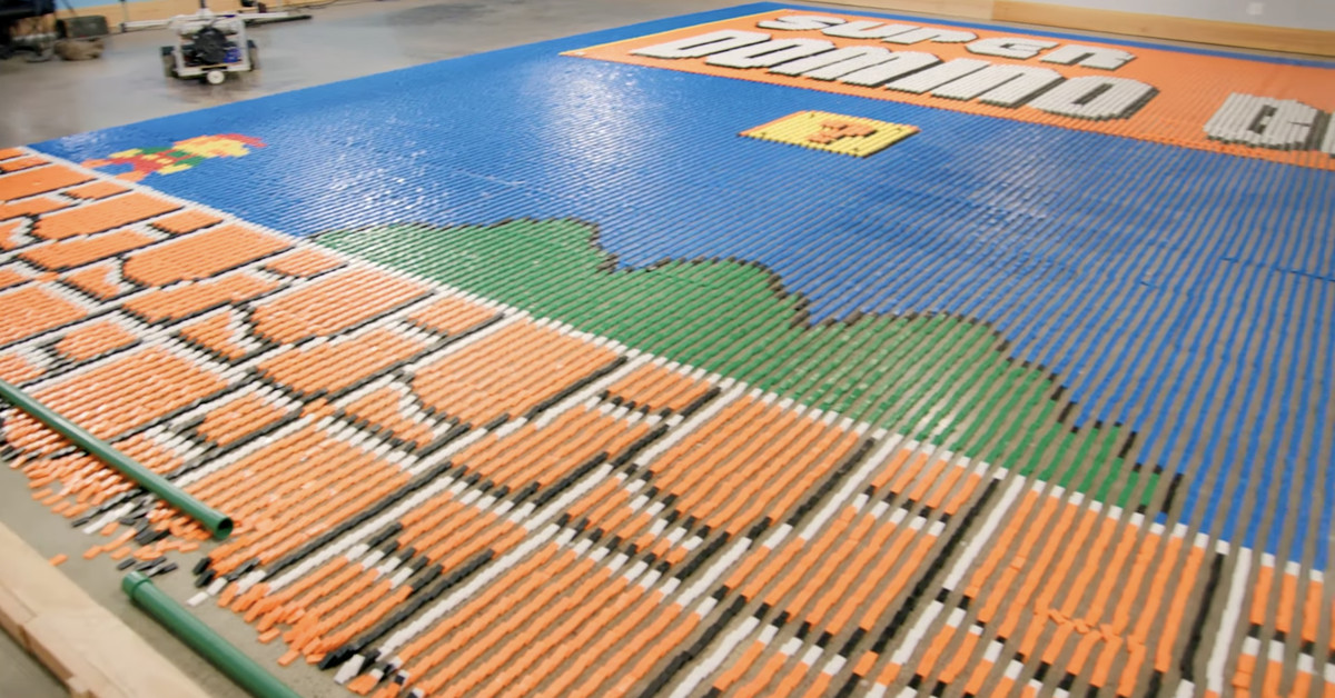 Robot arranges 100,000 dominoes into a Super Mario Bros. mural in one day - The Verge