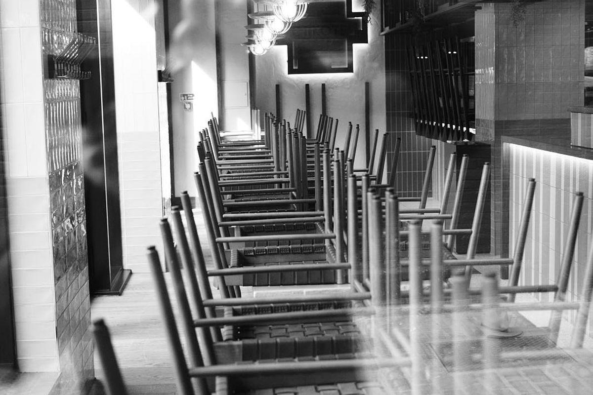 Empty tables at a London restaurant during coronavirus closure
