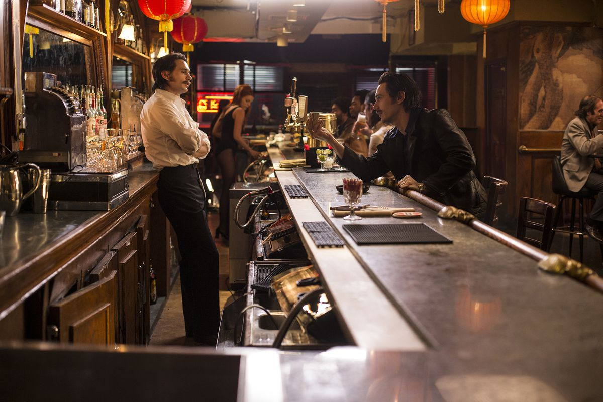 Still of James Franco's characters at the bar in 'The Deuce'
