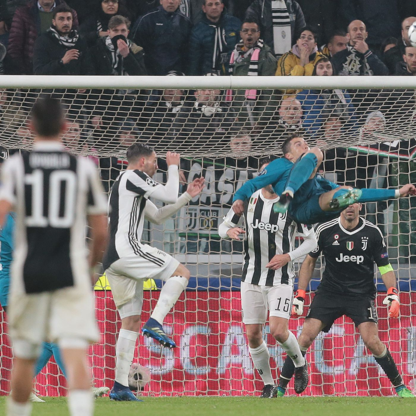 Cristiano Ronaldo S Goal Vs Juventus Shows That He Can T Be Compared Sbnation Com