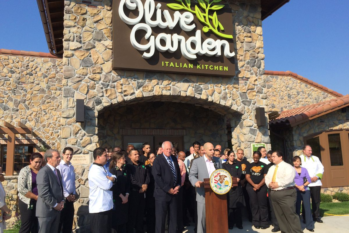 Chicago 39 S First Olive Garden Opens And Reveals Garlic Schism In Governor 39 S Race Eater Chicago