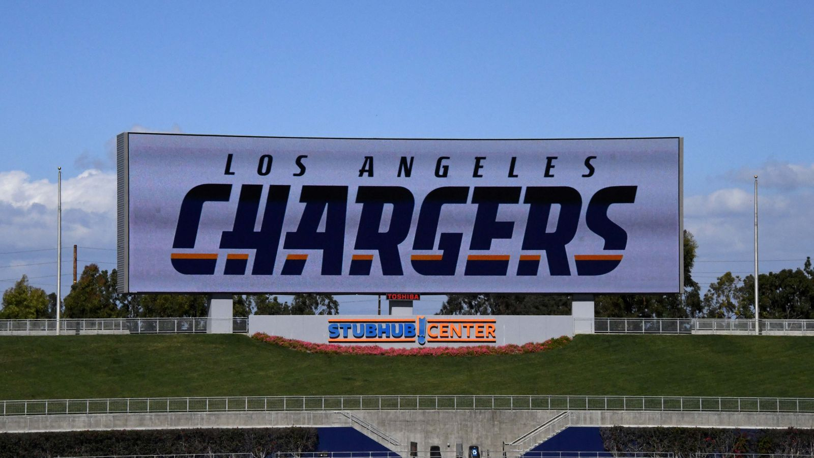 Chargers Rams Sponsor Lgbtq Pride Event Bolts From The Blue