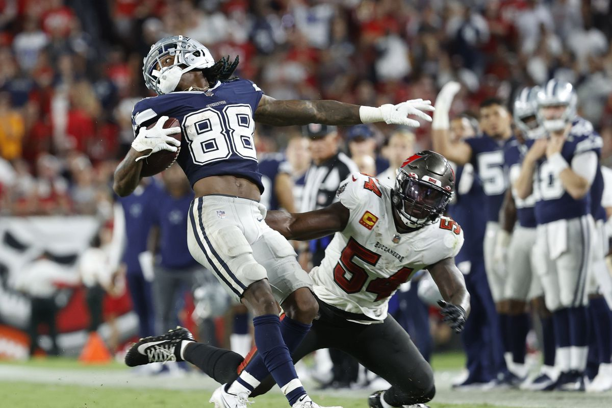Cowboys wide receiver CeeDee Lamb (88) runs the ball against Tampa Bay Buccaneers outside linebacker Lavonte David (54) during the second half at Raymond James Stadium.