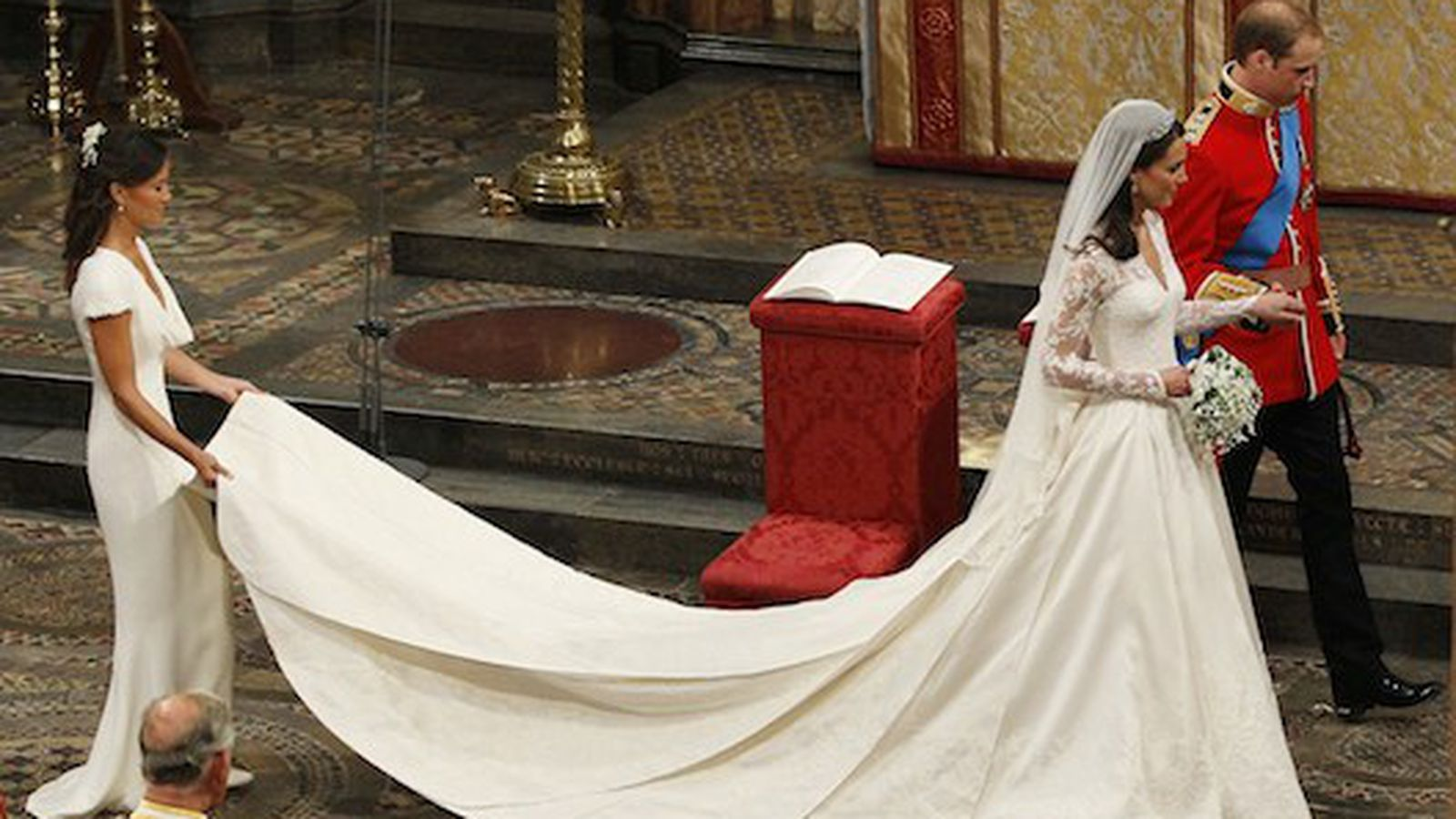 Kate middleton 39 s alexander mcqueen wedding gown will be on for Sarah burton wedding dresses official website