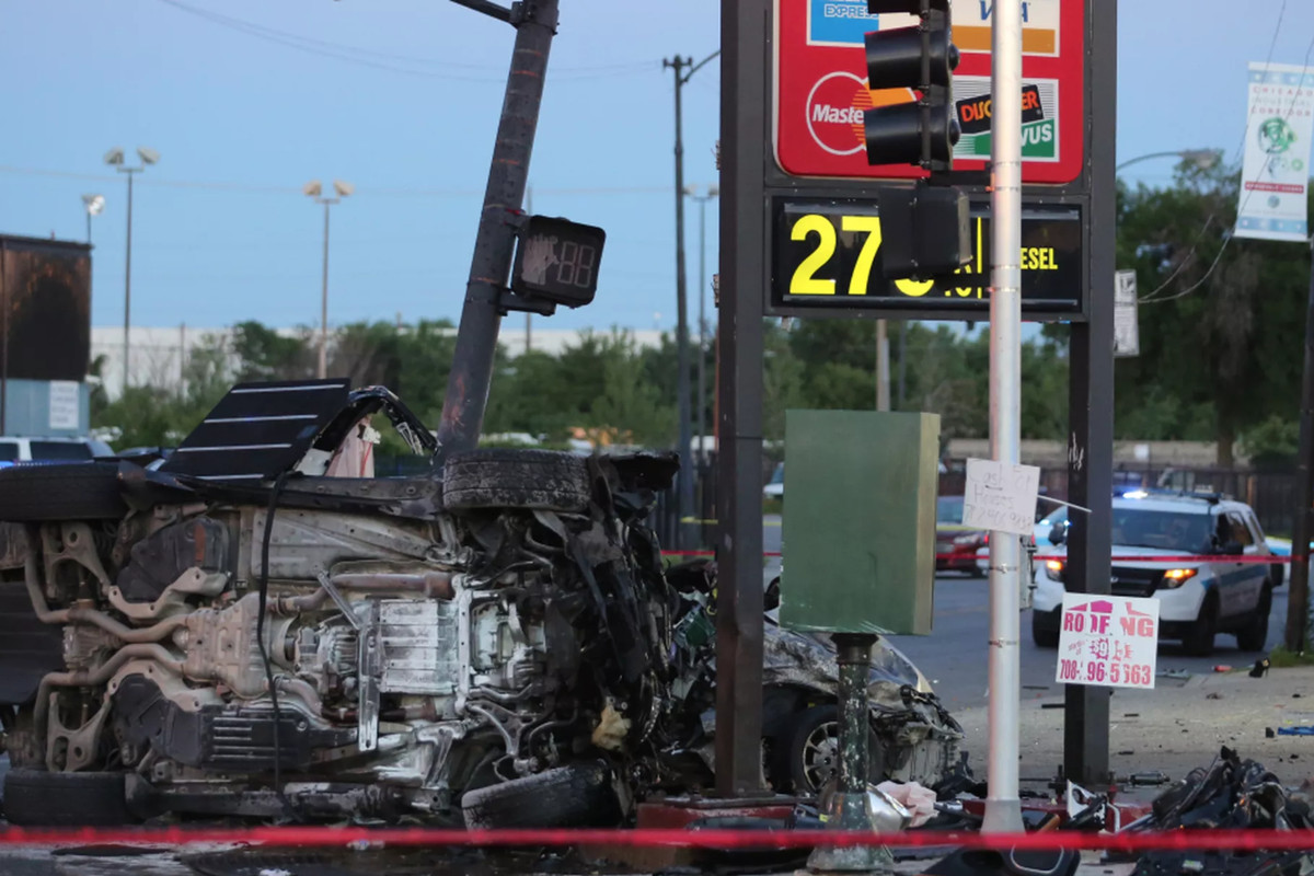 The scene of the crash that killed off-duty Chicago police officer Taylor Clark and Chequita Adams in June 2017.