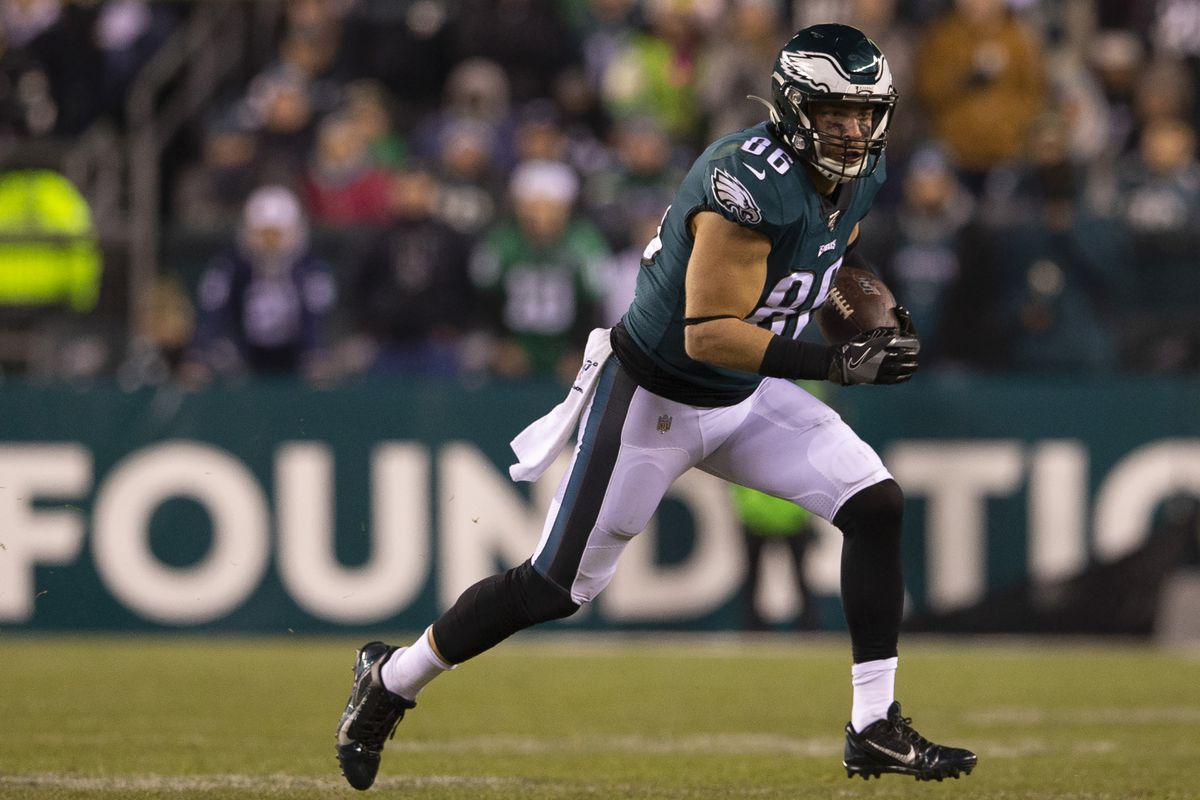 Zach Ertz of the Philadelphia Eagles runs with the ball against the Dallas Cowboys at Lincoln Financial Field on December 22, 2019 in Philadelphia, Pennsylvania.