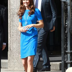 Outside The National Portrait Gallery on July 19th, 2012 in a Stella McCartney dress, Prada pumps, and Cartier necklace.