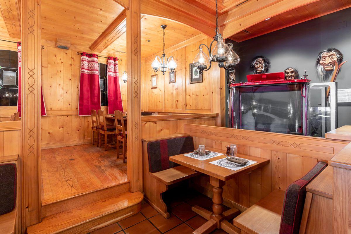 A table near the gondola