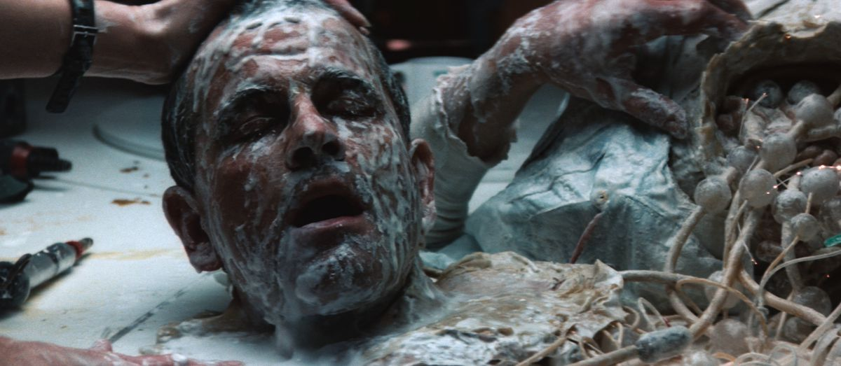 A robot's head decapitated with white goop on its face in Alien