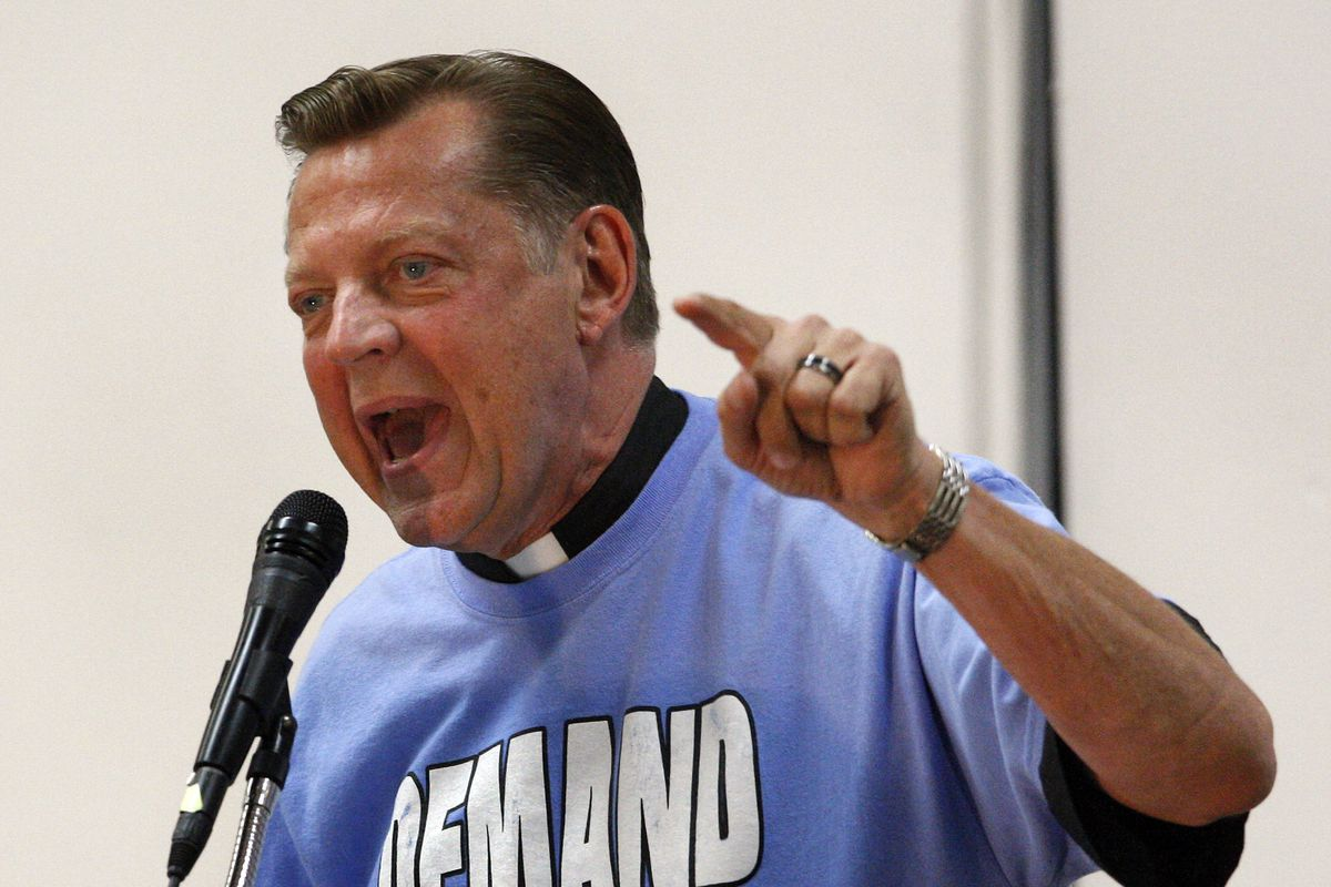 Pfleger to visit Holocaust museum after cardinal's rebuke