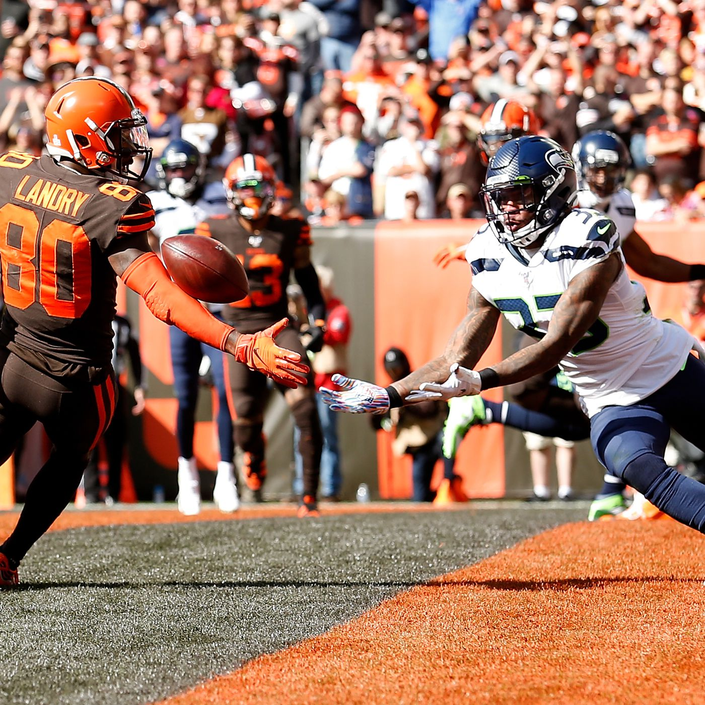 Seahawks Vs Browns Final Score Despite 4 Touchdowns 4 Turnovers Kill Cleveland S Chances In 32 28 Loss Dawgs By Nature