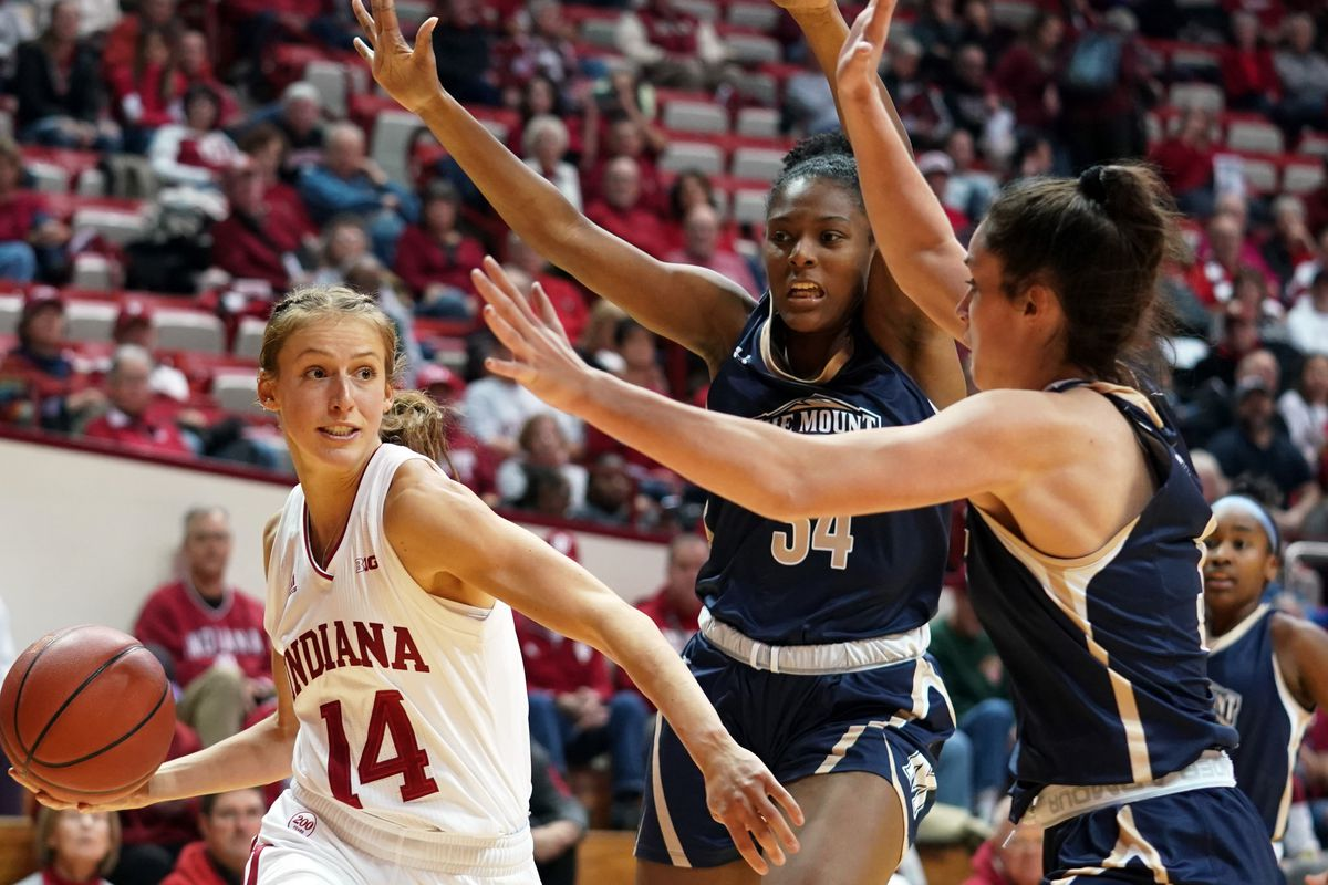 Indiana Hoosiers Ali Patberg (14) plays against Mt. St. Mary...