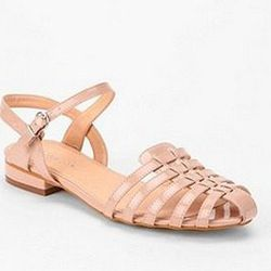 "<a href=""http://www.urbanoutfitters.com/urban/catalog/productdetail.jsp?id=24277451""> Marais USA woven sandal</a>, $88 urbanoutfitters.com"