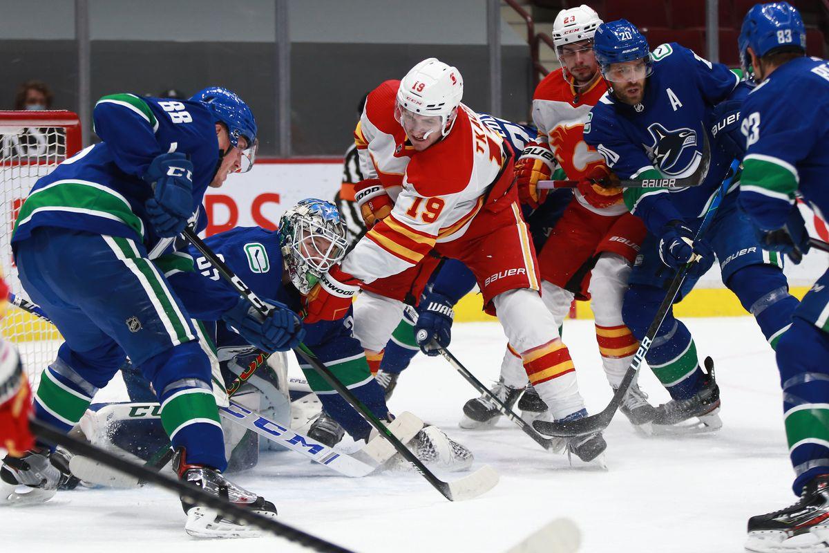 NHL: FEB 13 Flames at Canucks