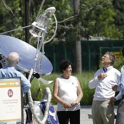 """Bill Gates, third from right, looks at a device that uses solar energy to treat human waste, as he tours the """"Reinventing the Toliet"""" Fair, Tuesday, Aug. 14, 2012, in Seattle, which is part of a Bill & Melinda Gates Foundation competition to reinvent the toilet for the 2.6 billion people around the world who don't have access to modern sanitation. (AP Photo/Ted S. Warren)"""