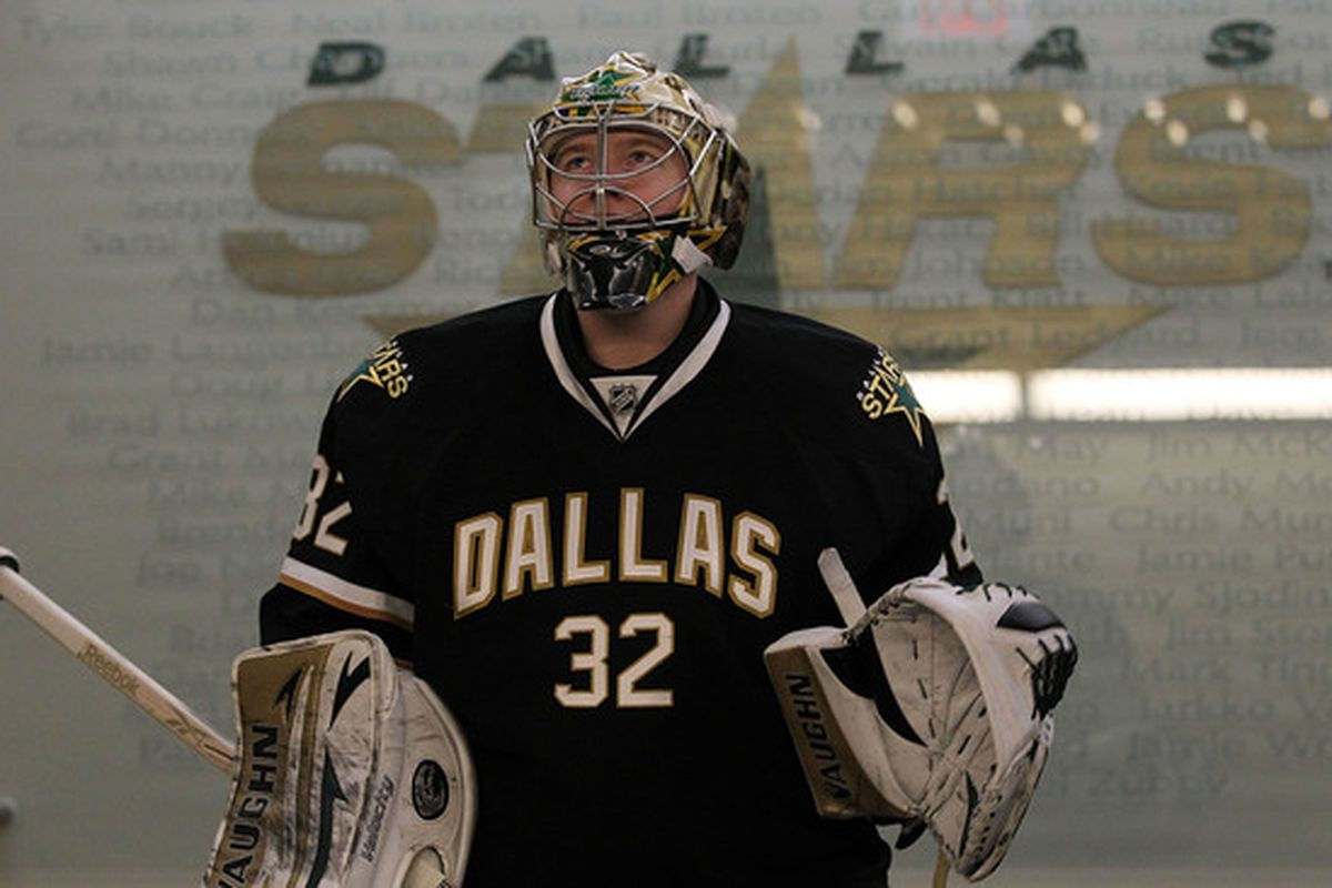 DALLAS - OCTOBER 14:  Goaltender Kari Lehtonen #32 of the Dallas Stars before a game against the Detroit Red Wings at American Airlines Center on October 14 2010 in Dallas Texas.  (Photo by Ronald Martinez/Getty Images)