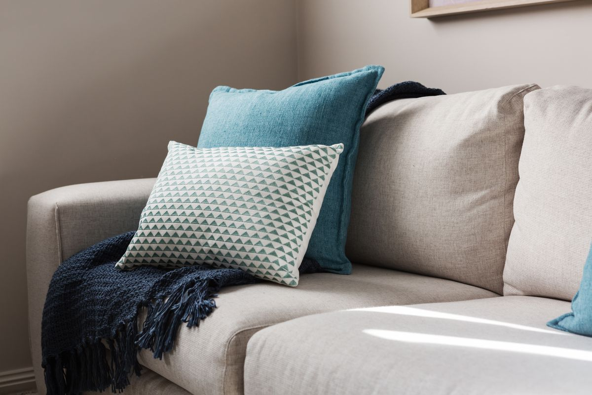 accent pillows on sofa