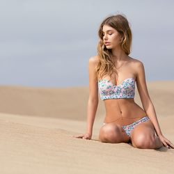 The underwire top and puckered fabric are to die for.