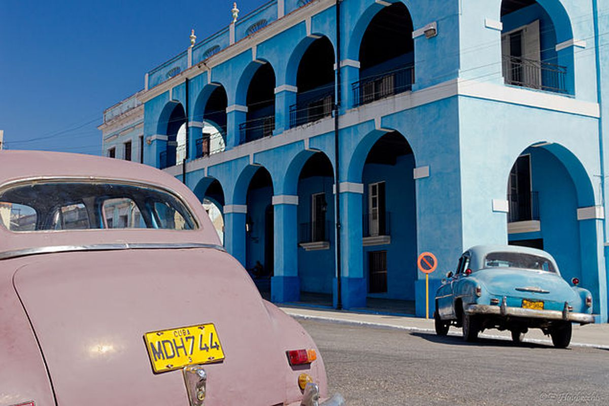 Old cars cuba (Wikimedia commons)