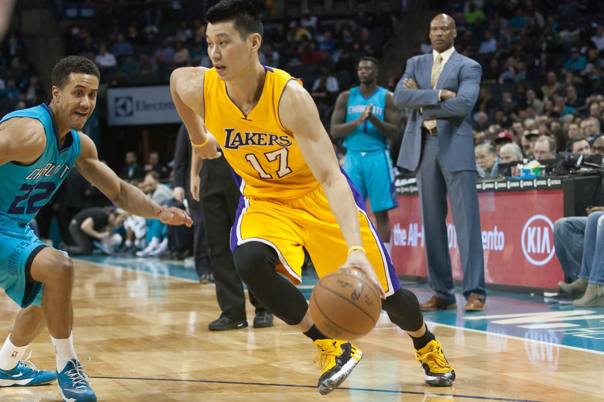 Jeremy Lin drives baseline in a game against Charlotte during the 14-15 season.