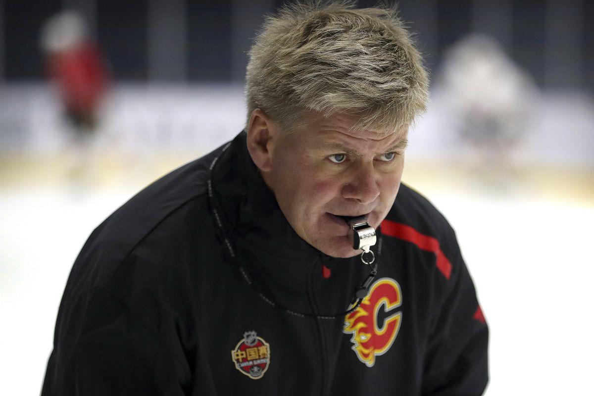 Former Calgary Flames head coach Bill Peters has been named coach of Russian club Avtomobilist Yekaterinburg.