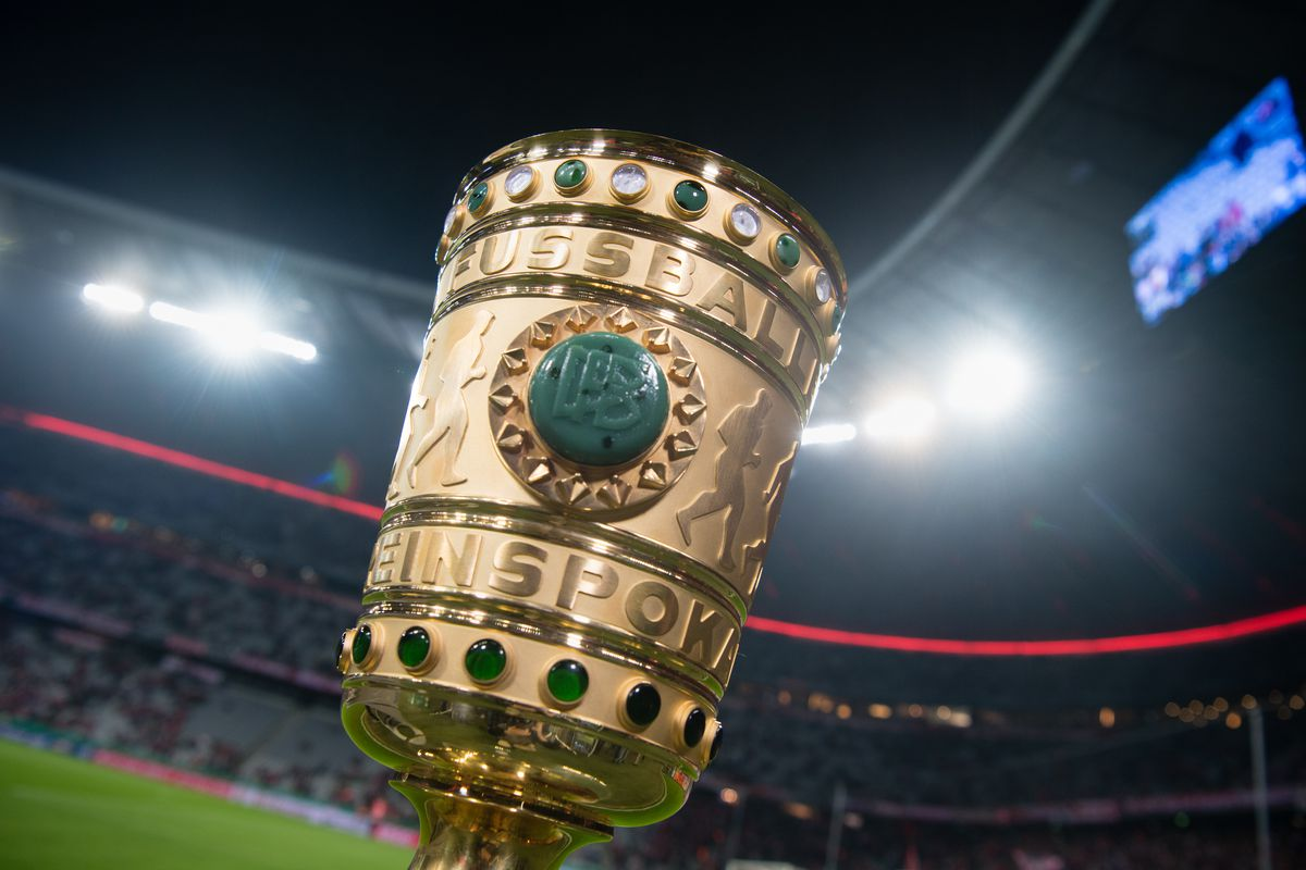 Bayern Munich vs FC Augsburg The DFB-Pokal, the trophy awarded to the winner of the German Football Association (DFB) cup, before the match between Bayern Munich and FC Augsburg in the Allianz Arena in Munich, Germany, 26 October 2016. Photo: Matthias Balk/dpa   usage worldwide