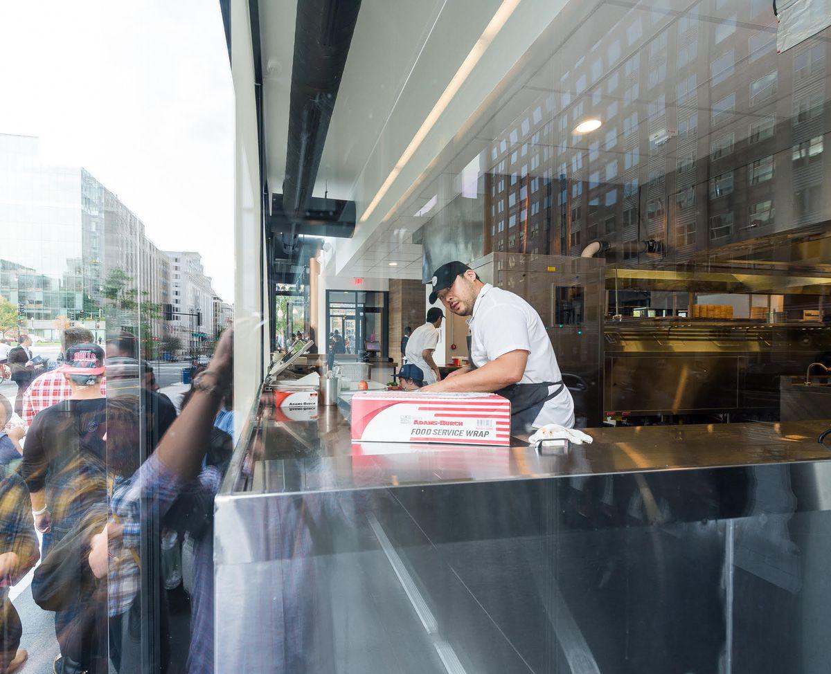 David Chang cooking inside Momofuku on opening night [Photo: R. Lopez]